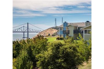 1 bedroom Apartment - Overlooking the Carquinez Strait. Carport parking!