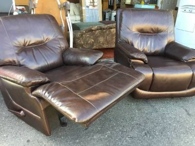 Beautiful Set of Walnut Brown Huntington Recliners - Delivery Availabl