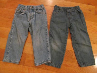 2 Pairs of Size 2T Jeans *Price is for both