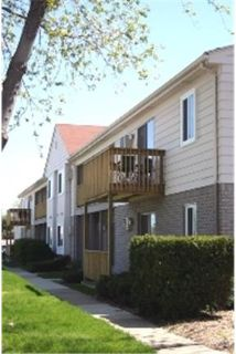 2 bedrooms Apartment - Most units include heat. Offstreet parking!