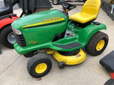 2006 John Deere LT160 Freedom Lawn Tractor Garden Tractors Fond Du Lac, WI