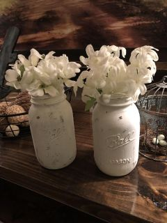 Chalk painted jars with flowers