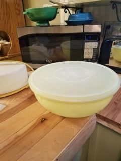 Tupperware vintage fix and mix large bowl with lid