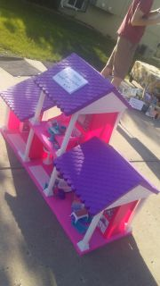 Large Barbie house with furniture and jeep