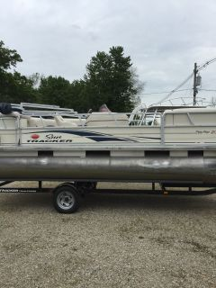 2007 Sun Tracker PARTY BARGE 21 Signature Series Pontoon Boats Boats Coloma, MI