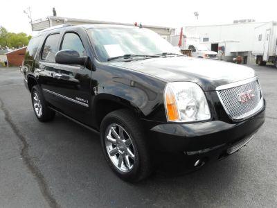 2009 GMC Yukon Denali (Onyx Black)