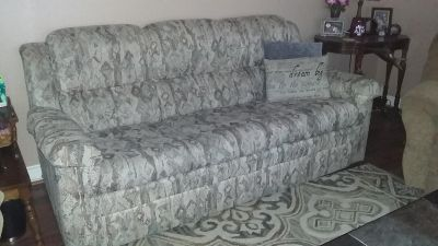 Couch w/queen pullout bed