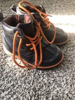 Toddler boots, size 9