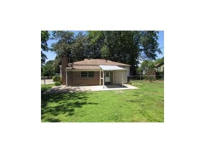 3 Bed 1 Bath Foreclosure Property in Hartselle, AL 35640 - Barkley St SW