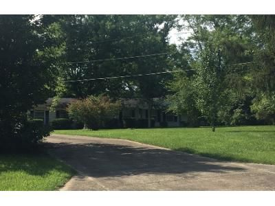 1.5 Bath Preforeclosure Property in Gallatin, TN 37066 - Barry Ln