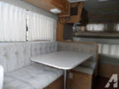 1989 Apine 10' Western Wilderness Truck Camper Cab Over Full lon