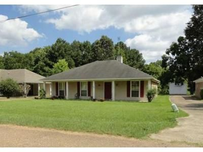 3 Bed 2 Bath Foreclosure Property in Byram, MS 39272 - Riverbend Dr