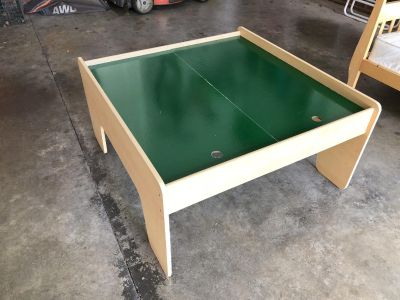 Small kids play Table