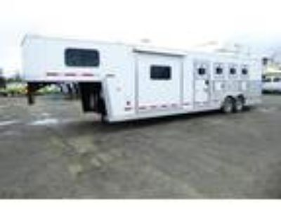 2017 Logan Coach 810 Limited 4H W/Collapsible Rear Tack 4 horses