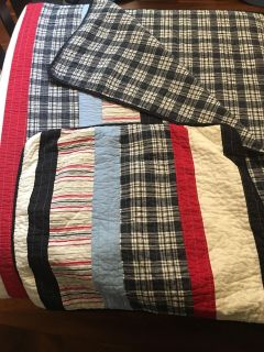 Twin bed quilt and quilted sham plus!! 3 Sheet sets Excellent condition