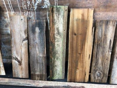 Reclaimed boards for farmhouse sign making. Average 22 inches long by 6 inches wide.$2 each board
