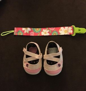 Newborn shoes and pacifier clip