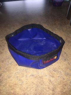 Portable pet water dish