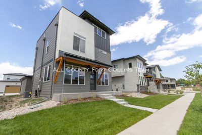 Amazing 3 bed/2.5 bath with Rooftop Deck - Available August 1st 2019!