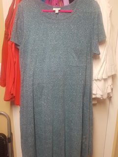 LulaRoe Carly XL FITS up to 3x. T-shirt material. Gallatin