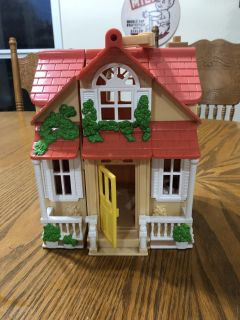 2010 Mattel 9 1/2 tall open up Doll Figurine House-See more pics-(b75)