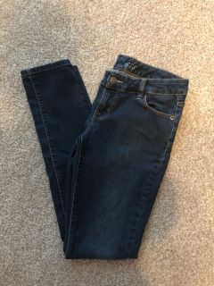 Like new. Limited 678 skinny ankle jean