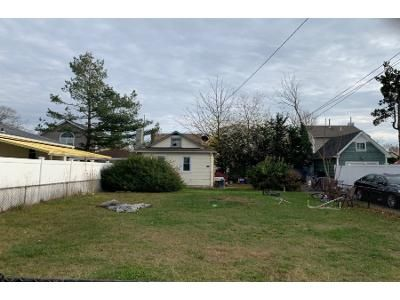 2 Bed 1 Bath Foreclosure Property in Roosevelt, NY 11575 - E Pennywood Ave