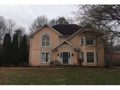 4 Bed 2.5 Bath Foreclosure Property in Hickory, NC 28601 - 35th Ave NE