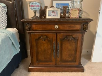 Pair of Nightstand/small dressers