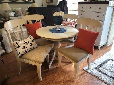 Kitchen table & 4 over sized chairs