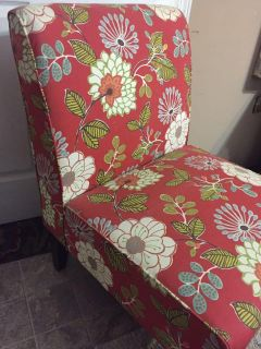 Pretty and Comfy Accent Chair $40