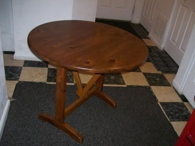 DINING/KITCHEN TABLE and SETS