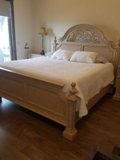 Beautiful Thomasville Master Bedroom set