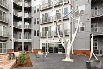 1 bedroom Apartment - Situated right outside the Tulley Gate in County.