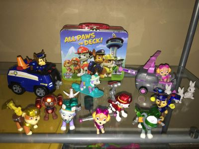 Paw Patrol lot action figures puzzle in tin