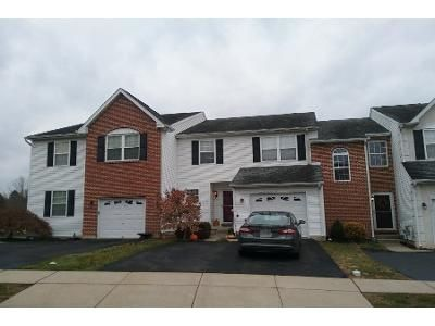 3 Bed 2.5 Bath Preforeclosure Property in Sellersville, PA 18960 - Hampshire Dr