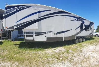 2016 Forest River VENGEANCE TOURING EDITION 38L13