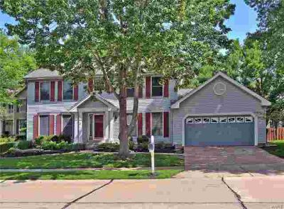 16405 Waterford Manor Court Wildwood, this well maintained