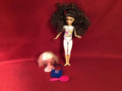 Spin Master 12 Doll. Includes Two (2) Wigs, Wig Stand, Out Fit, Brush & Purse. EUC