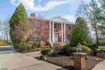 7 Vinne CT Edison Five BR, Center Hall Colonial located on quiet