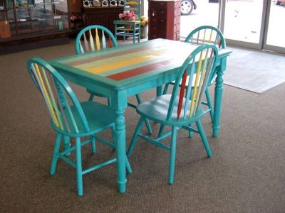 Beachy Table  4 Chairs
