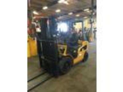 2013 LP Gas Cat P5000-LE Pneumatic Tire 4 Wheel Sit Down