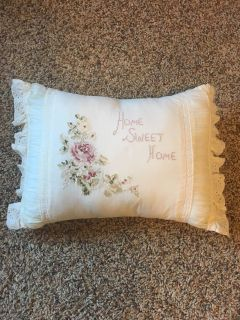 Cute throw pillow perfect condition