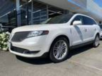 2014 Lincoln MKT 3 5L with EcoBoost AWD White, panorama roof ,very clean