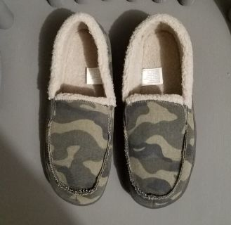 Excellent Used Condition, Men's House Slippers, sz 7/8