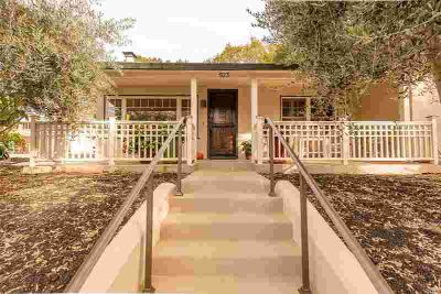 523 Reed Court Healdsburg Two BR, Beautiful bungalow on a .33