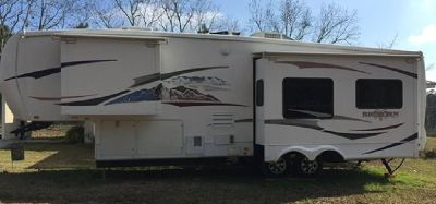 By Owner! 2008 35ft. Heartland Bighorn 3055rl w/3 slides