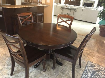 Dark wood round kitchen table (rarely used) does come with leaf to make it oval!