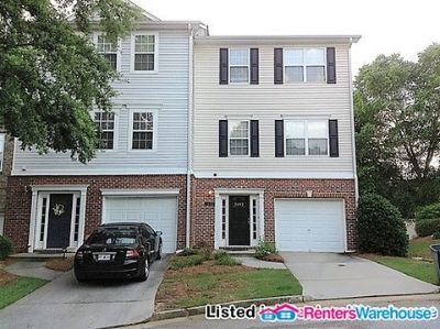 3 Story- 4 Bedroom End Unit Townhome in Scottdale!