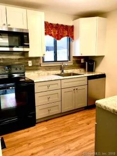 106 Webster Court #106 Newington, Beautifully updated end